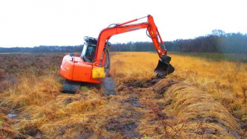 Peat bunding - note the caterpillar tracks to prevent the JCB sinking ito the bog! (credit: SWT)